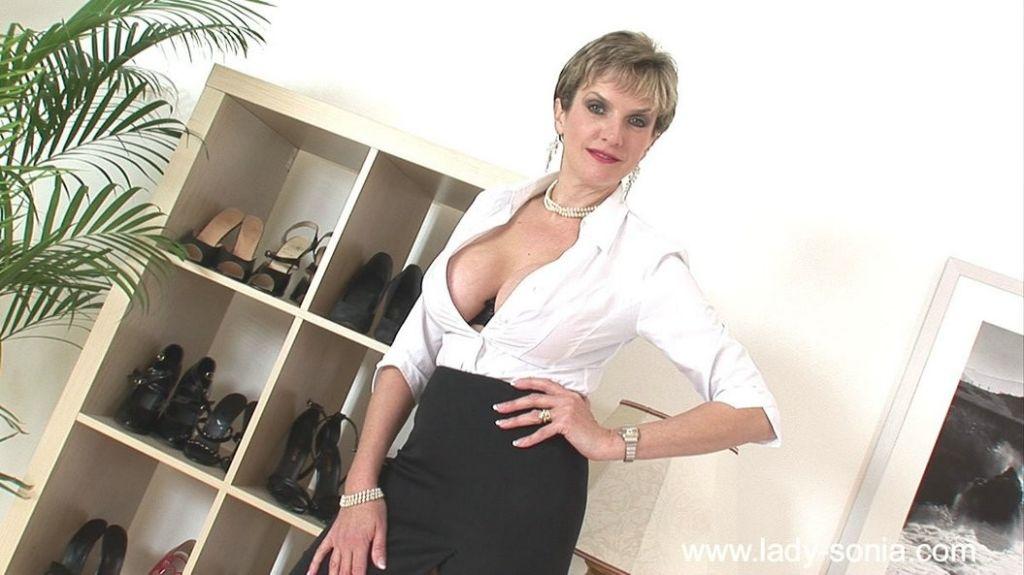 British ladymilf Lady Sonia wants sex