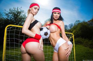 Sporty lesbian babes Erica Fontes and Jasmine Jae