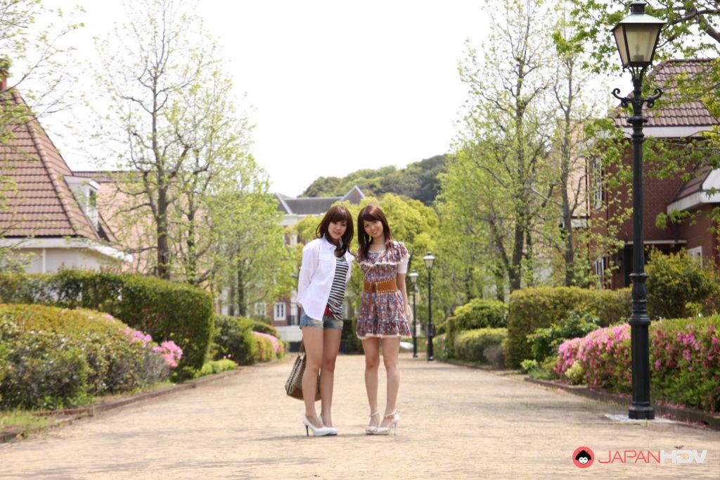 Rimu Endo and Ueno Misaki show off