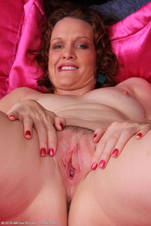 Sexy redhead Roxanne Clemmens gets double penetrat