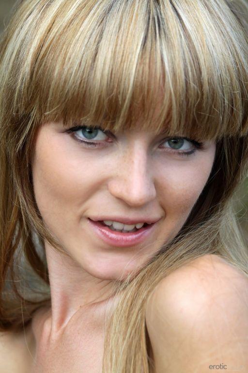 MILF Eroticbeauty model Lisa set Barzas
