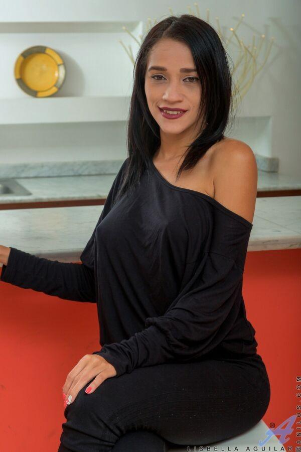 Lisbella aguilar latina tits