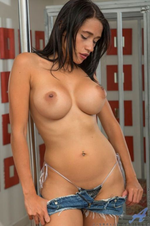 Lisbella Aguilar busty latina dances striptease at