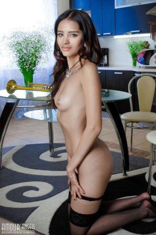 naked Liron model solo