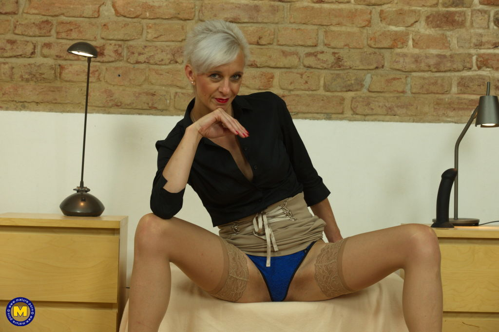 Skinny mature lady playing with herself