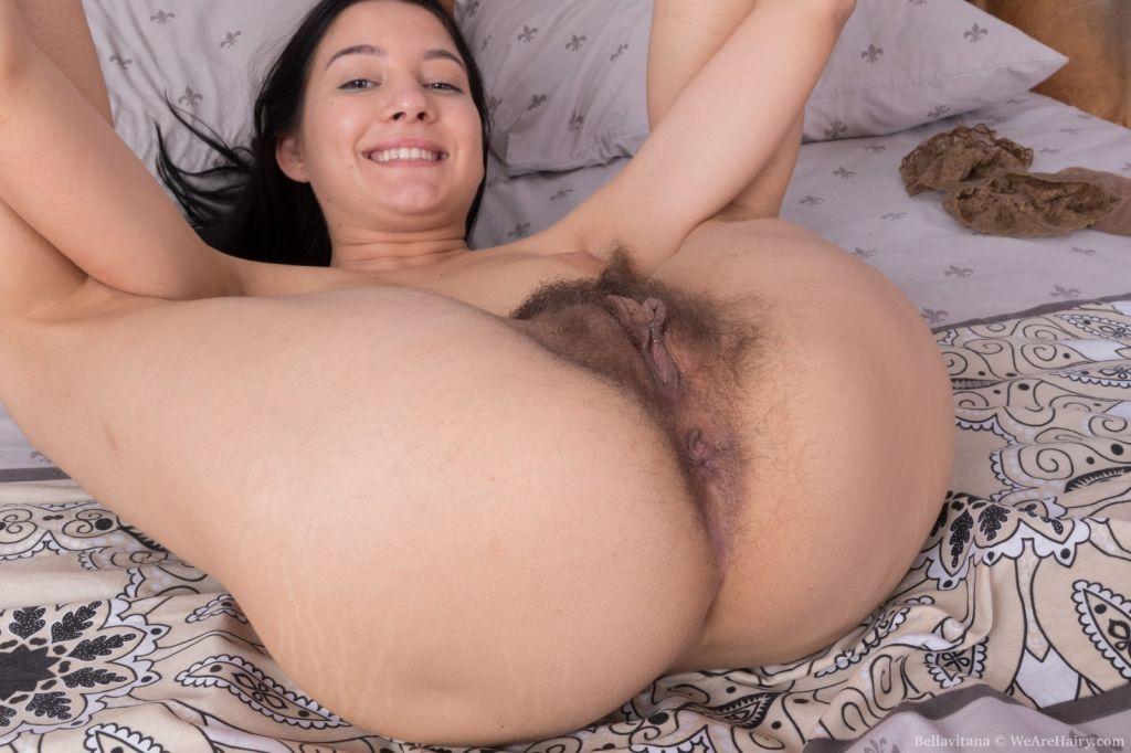 Bellavitana strips naked and masturbates in bed