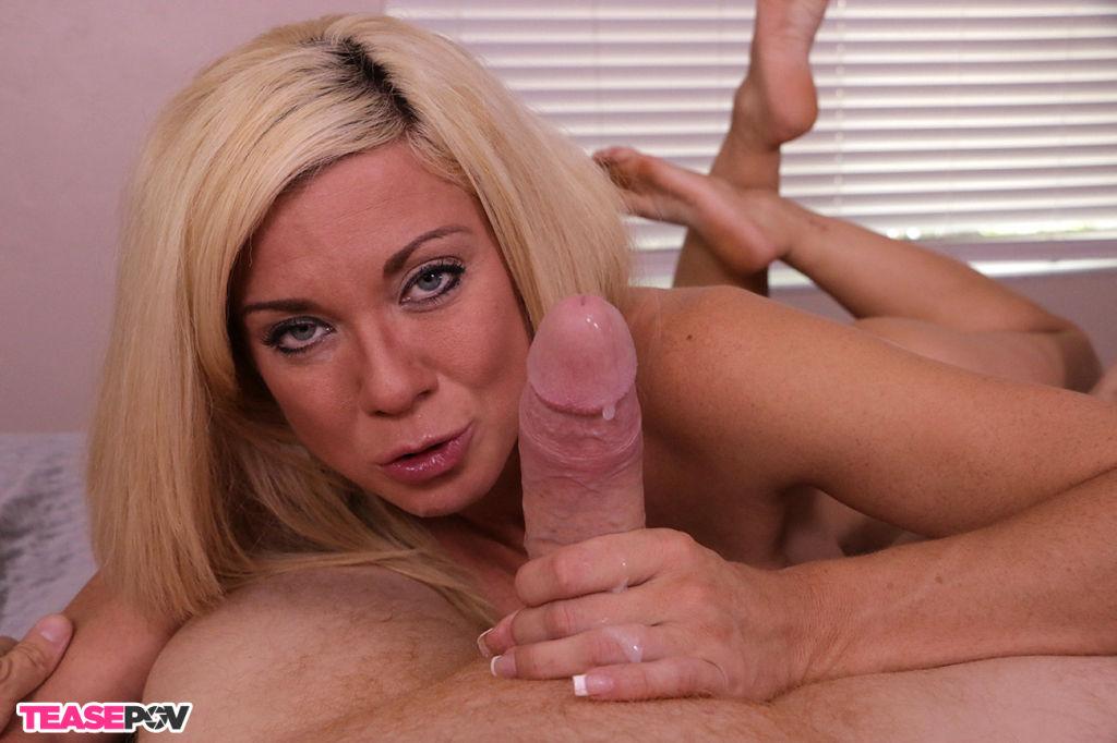 Blonde sexbomb Parker Swayze milking big cock hard