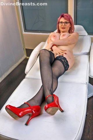 Casey Deluxe Busty Bedroom Invite