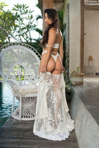 naked big tits curvy