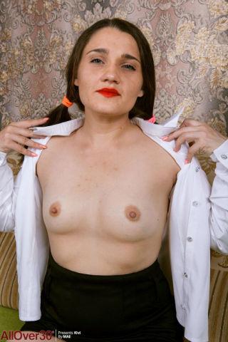 sex Kivi wife -all over 30