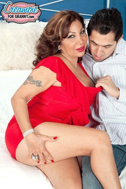 Latina mom Sandra Martines gets a creampie
