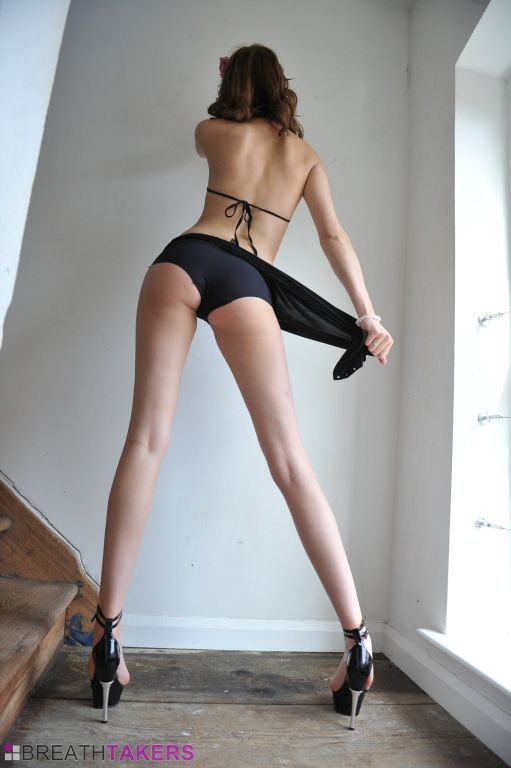 Sexy long legged babe Chloe Smith spreading and mo