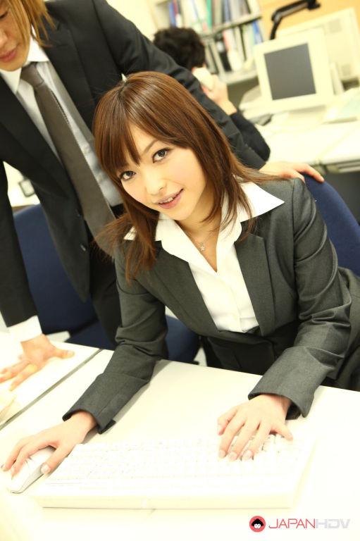Yukina Aoyama wants some hot fun