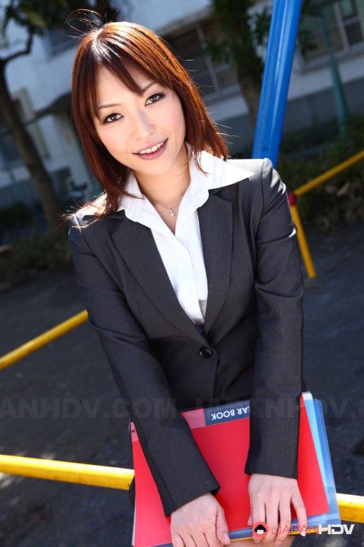 Yukina Aoyama shows her sexy body