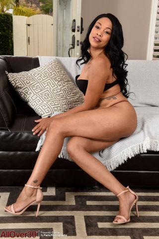 sexy Cierra wife solo