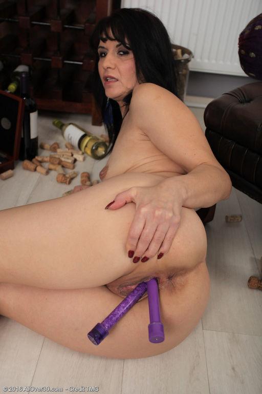 Latina babe Gracia Saluda loves double penetration