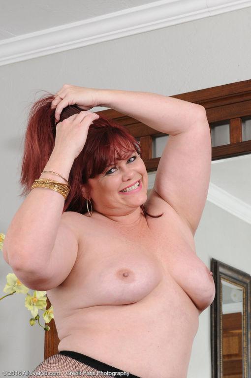 Curvy mature Marcy Diamond shows those big soft ti