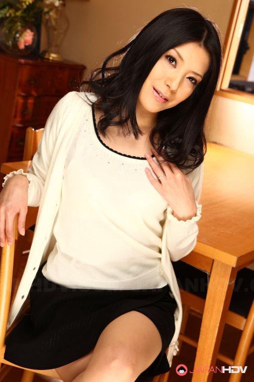 Hot Kana Aizawa shows off with joy