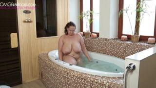 Curvy BBW Bathing