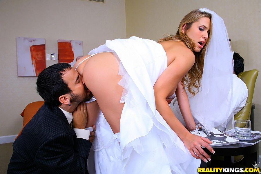 секс видео блондинка свадьба большие показать проникновение