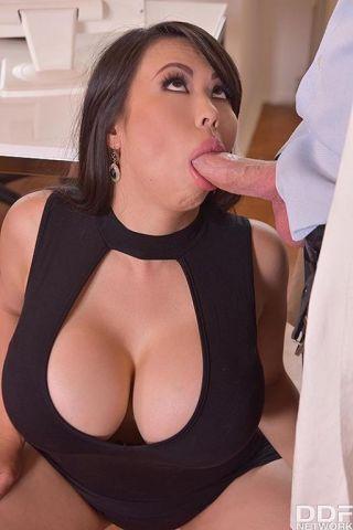 naked Tigerr Benson big tits anal