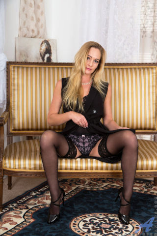 naked Elegant Eve wife blonde