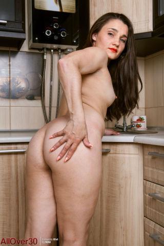 naked Kivi wife kitchen
