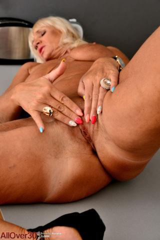 naked Roxana busty blonde