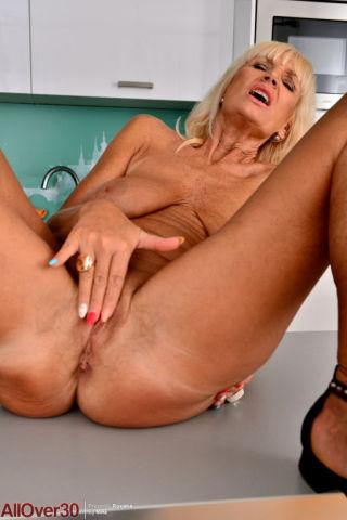 porn Roxana blonde solo
