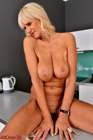 sex Roxana busty amateurs