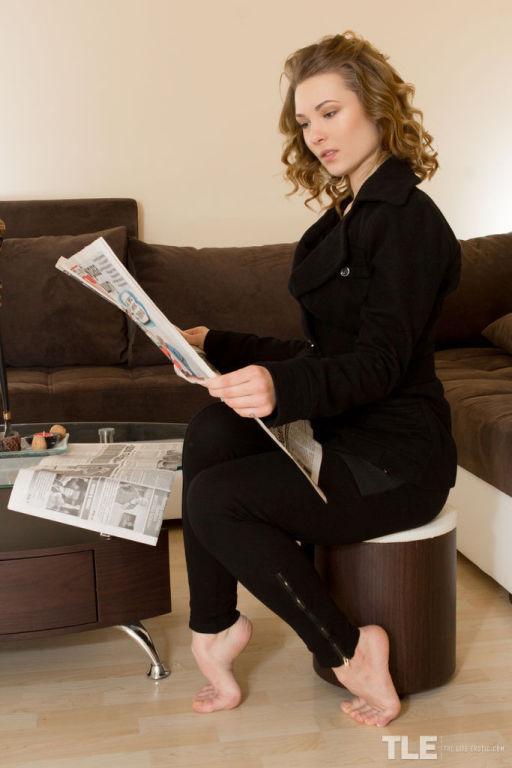 Kinky Merllin stuffs newspaper in her cum dumpster
