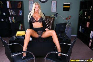 Busty blonde Brooke Banner in super sexy bikini sp