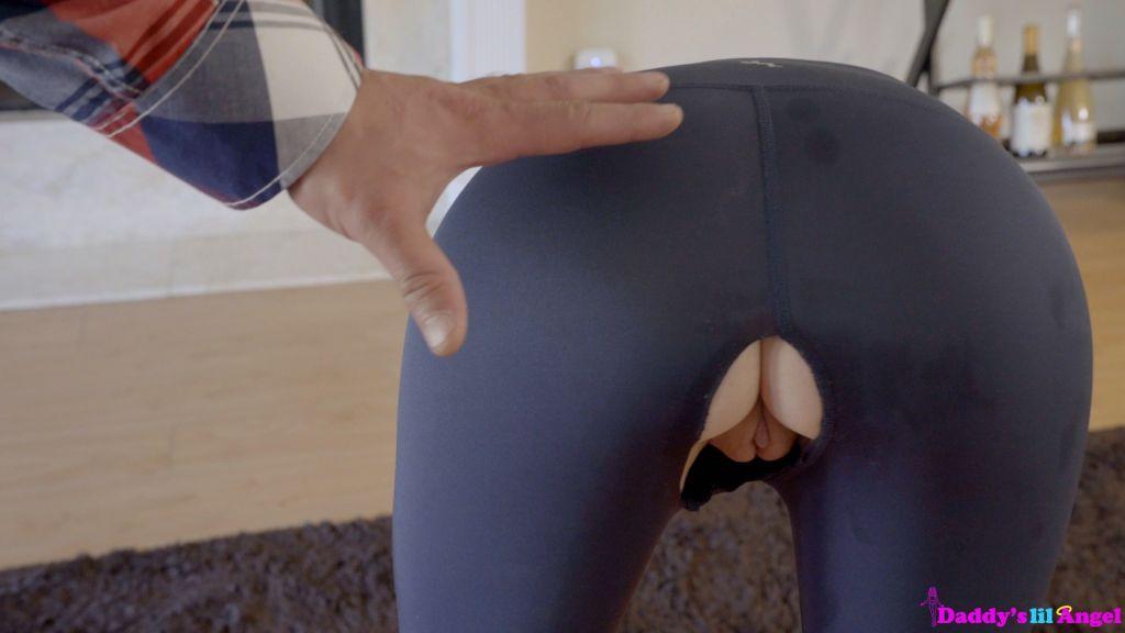 Redhead babe Pepper Hart yoga pants until she gets