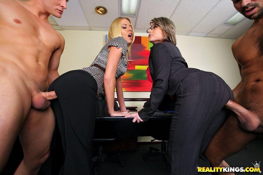 В Лосинах Секретарши Порно Рачком