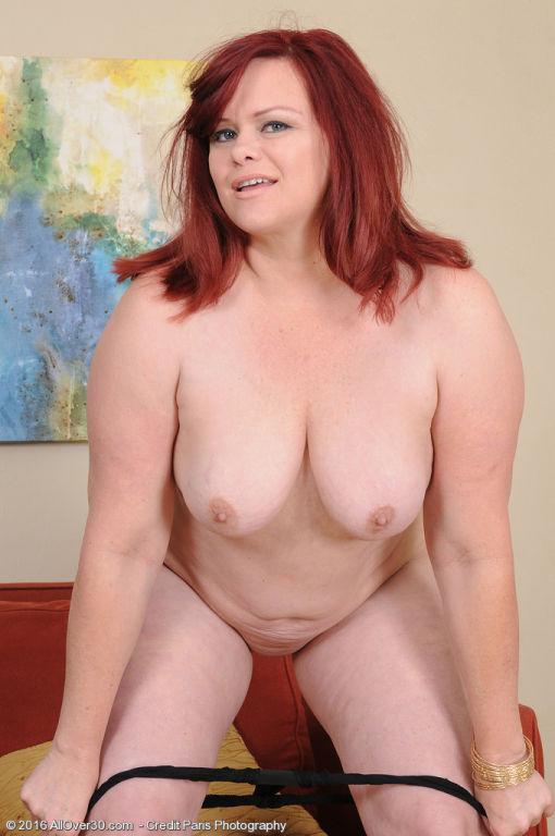 Curvy cutie Marcy Diamond shakes that big juicy bo