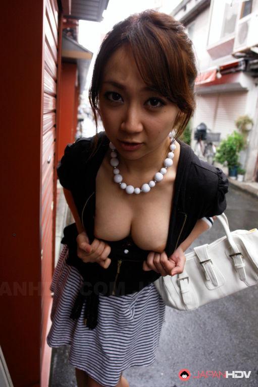 Ryo Akanishi shows her sexy body