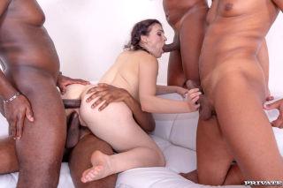 naked Hannah Vivienne gangbangs milf