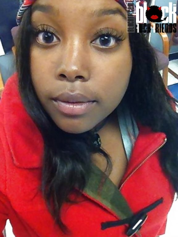 Curvy black teen doing selfshots