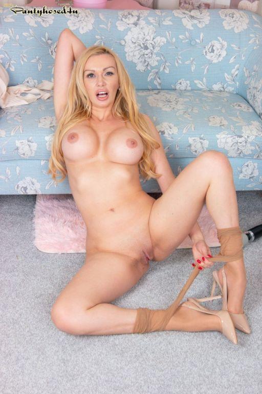 Amber Jayne in her superb sheer tan pantyhose