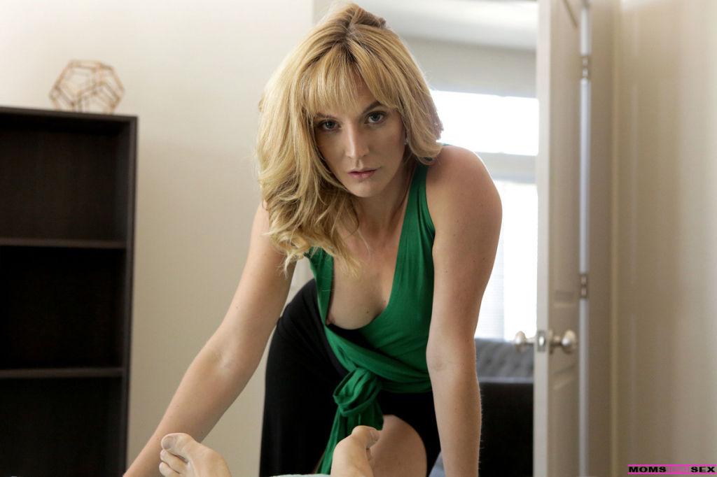 Emily Willis and Mona Wales in Moms Revenge