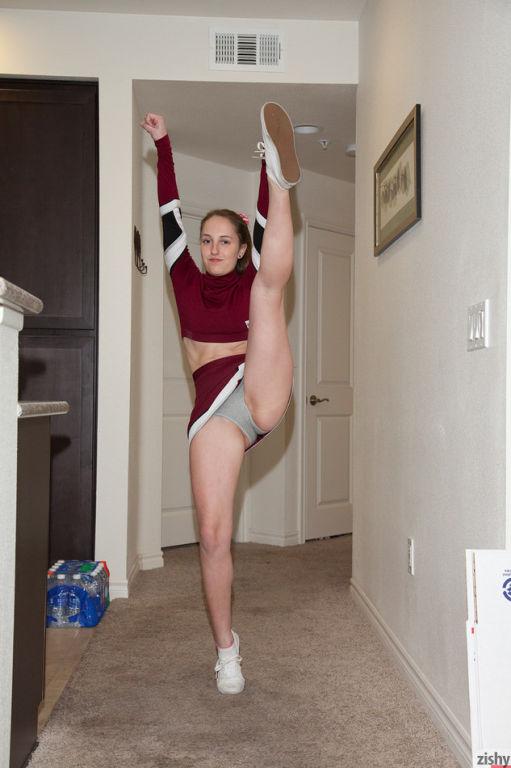 Nice cheerleader Giselle Locke