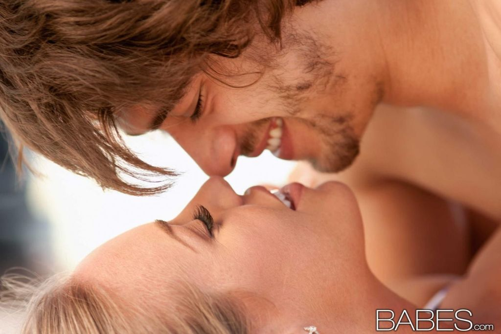 Busty blonde Nicole Aniston enjoys oral sex and in