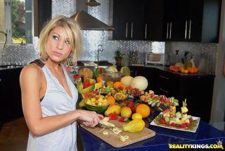 naked Sammie Rhodes girlfriends kitchen