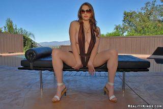 Heavy titted Cassandra Calogera gets her pink puff