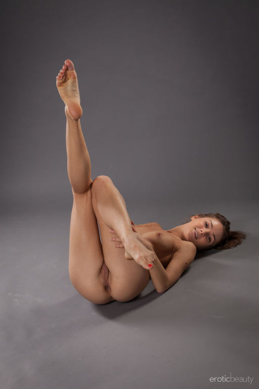 Sanna shows off her flexible body as she poses in