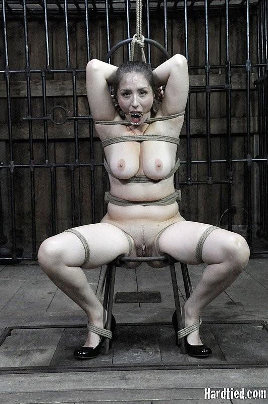 Порно баб сидят жопой на кол