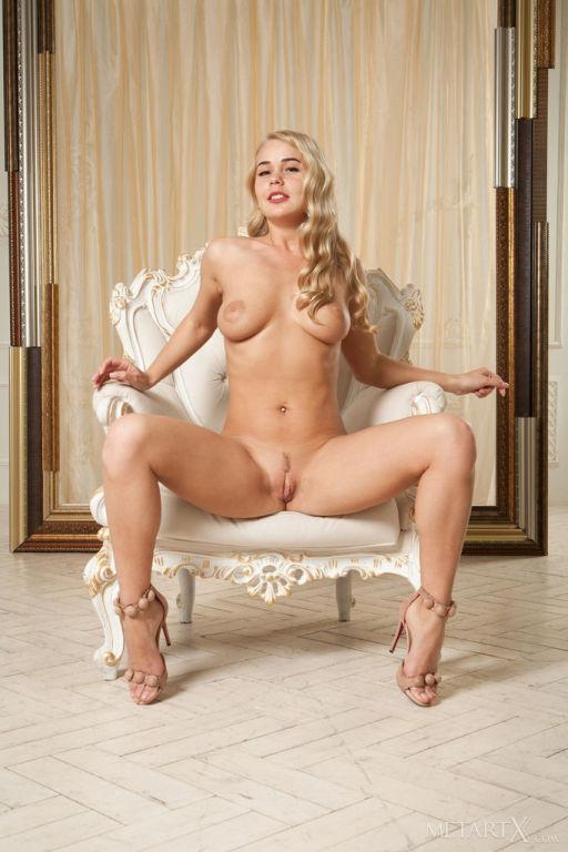 Fantastic Sarika A teasing naked and fingering