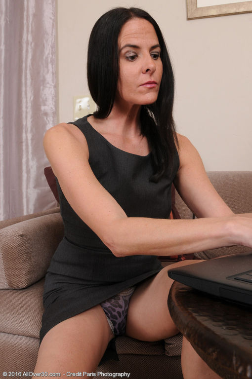 Thin brunette MILF Maggie K does some work typing