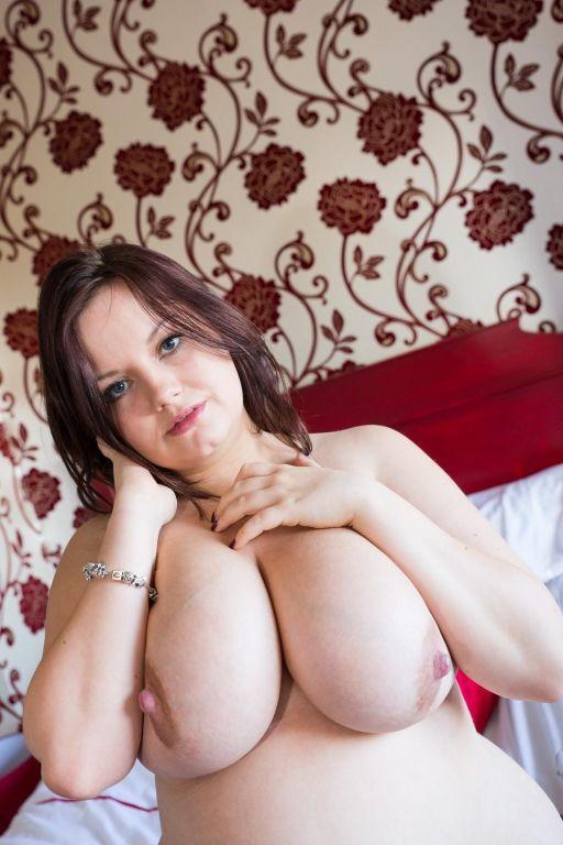 Busty webcams model Valya