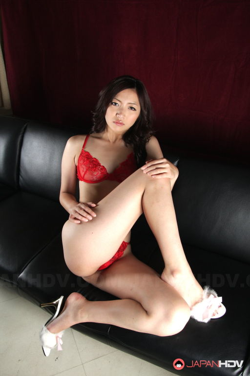 Mayumi Takara shows her big ass